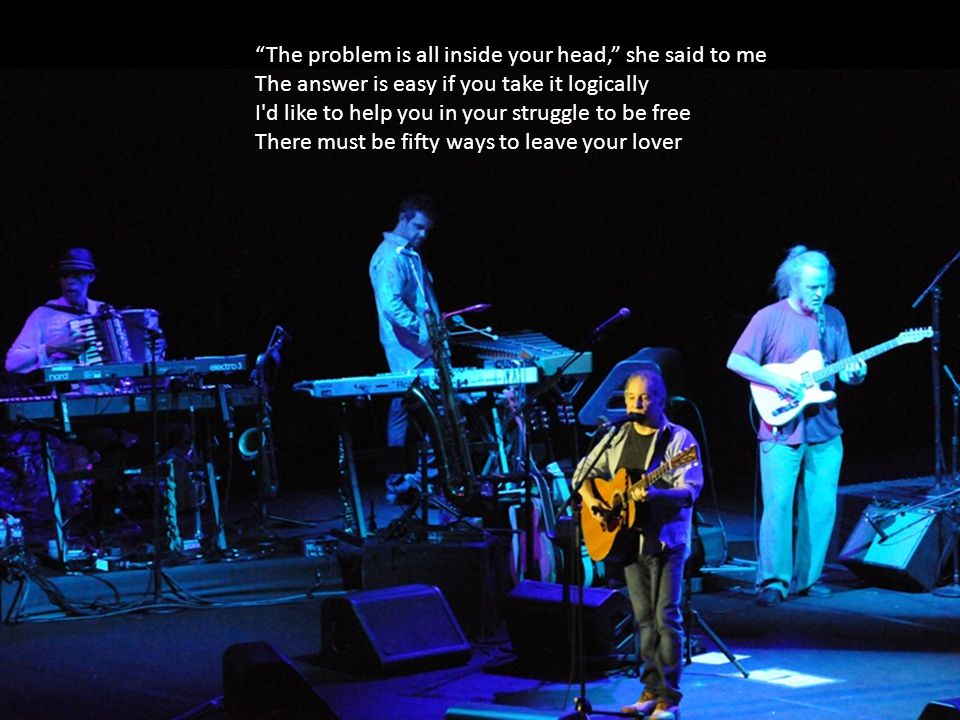 Yumuşak tuşeli davulla başlayıp, muhteşem akor dizisiyle devam eden 50 Ways To Leave Your Lover, konserin üçüncü şarkısı olunca, beklenen büyük alkış sağanağı başlamıştı… Sonra o sağanak hiç dinmedi.