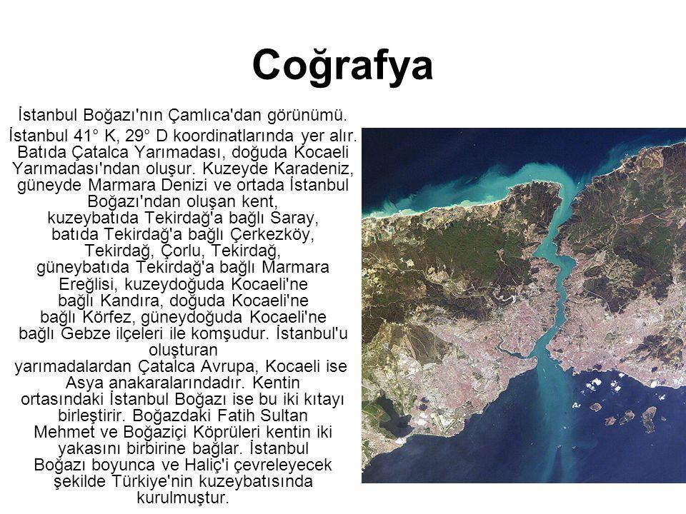 Coğrafya •İstanbul Boğazı'nın Çamlıca'dan görünümü. •İstanbul 41° K, 29° D koordinatlarında yer alır. Batıda Çatalca Yarımadası, doğuda Kocaeli Yarıma