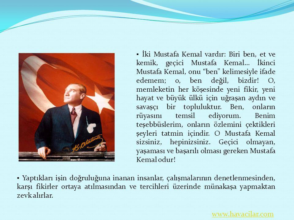 """▪ İki Mustafa Kemal vardır: Biri ben, et ve kemik, geçici Mustafa Kemal… İkinci Mustafa Kemal, onu """"ben"""" kelimesiyle ifade edemem; o, ben değil, bizdi"""