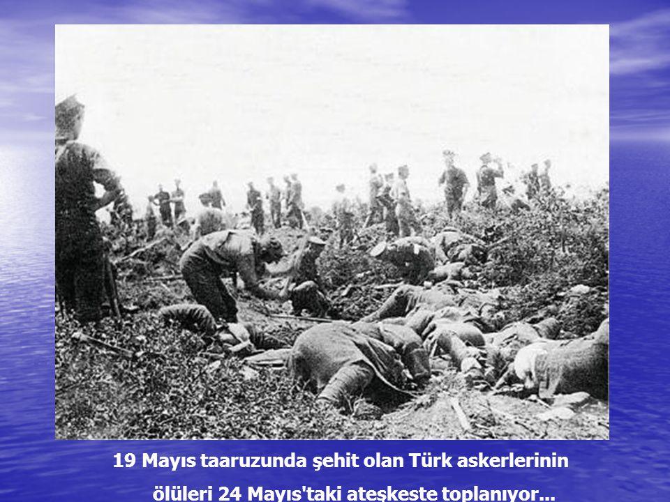 Ölü düşman askerleri, gömülmeyi bekliyor...