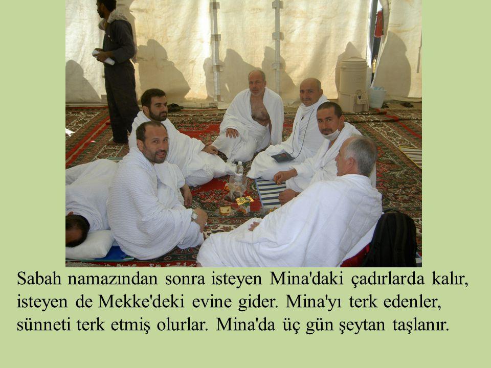 Sabah namazından sonra isteyen Mina'daki çadırlarda kalır, isteyen de Mekke'deki evine gider. Mina'yı terk edenler, sünneti terk etmiş olurlar. Mina'd