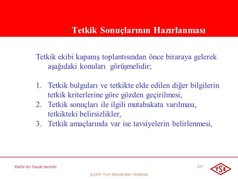 Kalite bir hayat tarzıdır. ©2004 Türk Standardları Enstitüsü 227 Tetkik Sonuçlarının Hazırlanması Tetkik ekibi kapanış toplantısından önce biraraya ge