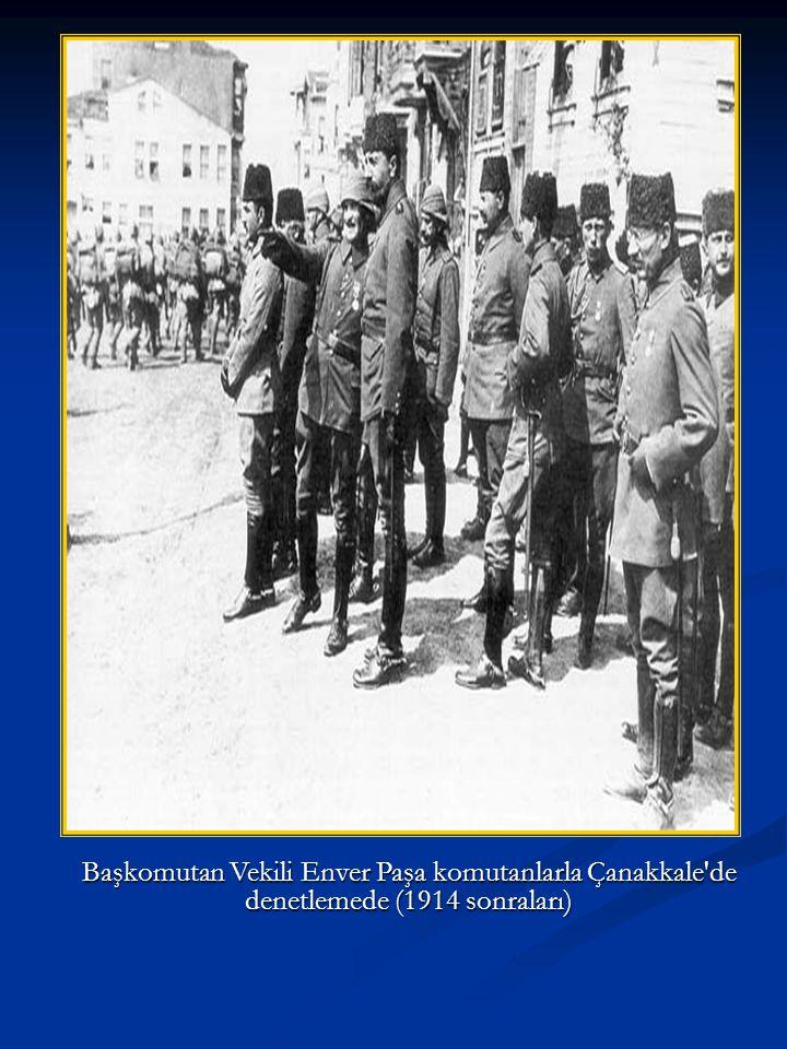 Çanakkale cephesini yöneten 5.Ordu karargah subahları: Ayaktakiler (sağdan); İkinci Ordu Kur.