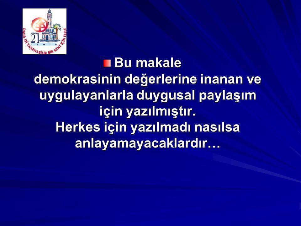 İzmir Kalkınma Ajansı Yönetim Kurulu 5'i doğal ve 3'ü Kalkınma Kurulu içinden seçilen üyeler ile birlikte toplam 8 üyeden oluşmuştur.