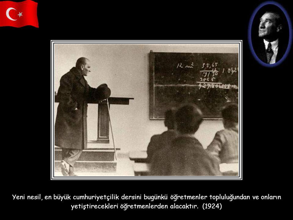 Mustafa Kemal'i düşünüyorum; Ölmemiş bir kasım sabahı! Yine bizimle beraber her yerde Yaşıyor dört köşesinde vatanın, Yaşıyor damar damar yüreklerde.