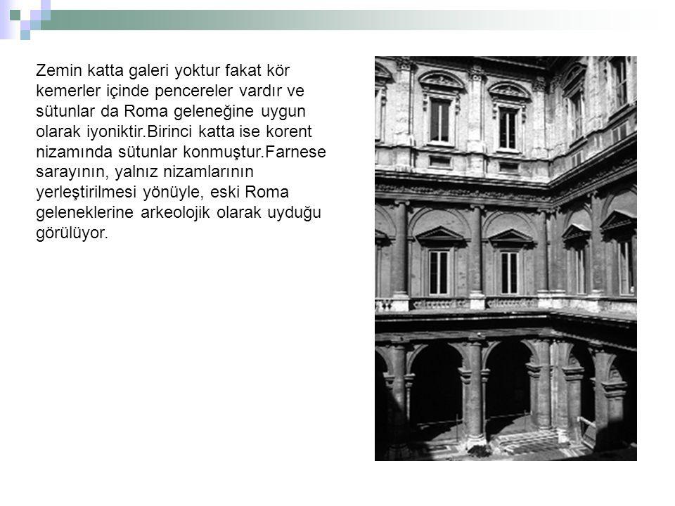 Zemin katta galeri yoktur fakat kör kemerler içinde pencereler vardır ve sütunlar da Roma geleneğine uygun olarak iyoniktir.Birinci katta ise korent n