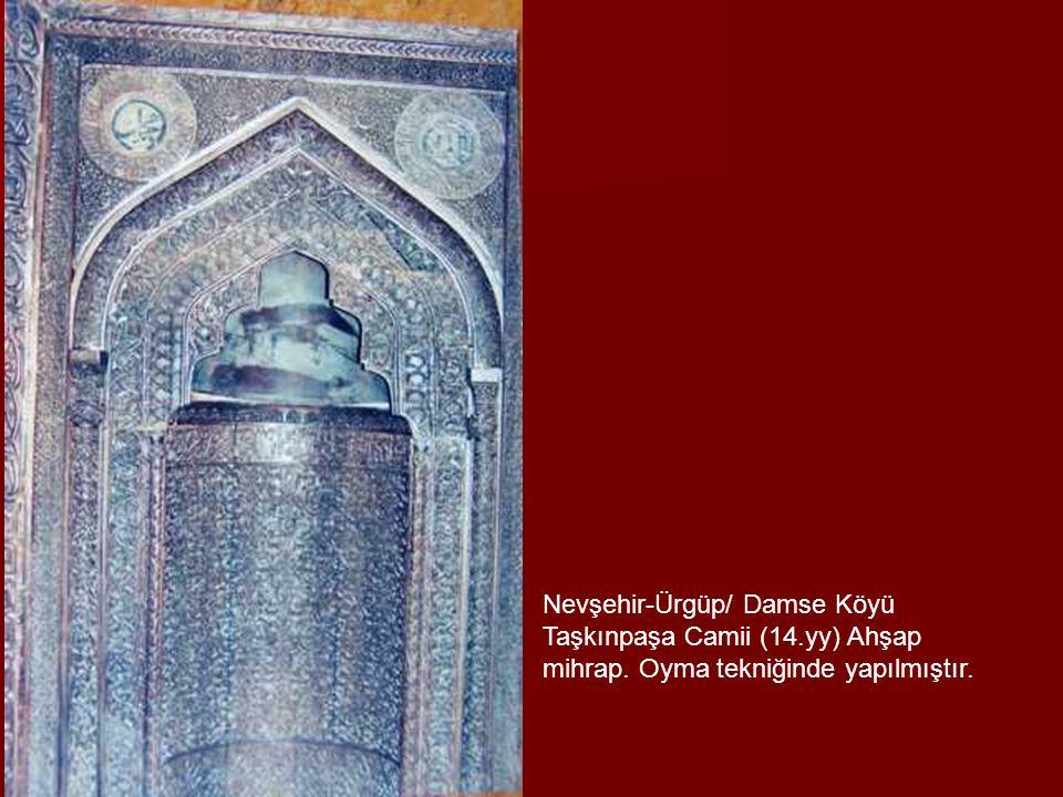 Nevşehir-Ürgüp/ Damse Köyü Taşkınpaşa Camii (14.yy) Ahşap mihrap. Oyma tekniğinde yapılmıştır.