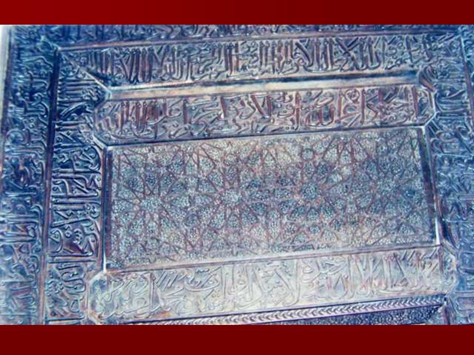 KÜNDEKÂRİ TEKNİĞİ İslam sanatında en erken örneklerini 12.yy da Mısır, Halep, ve Anadolu'da görülen kündekari tekniğinin üç merkezde paralel olarak geliştiği düşünülmektedir.