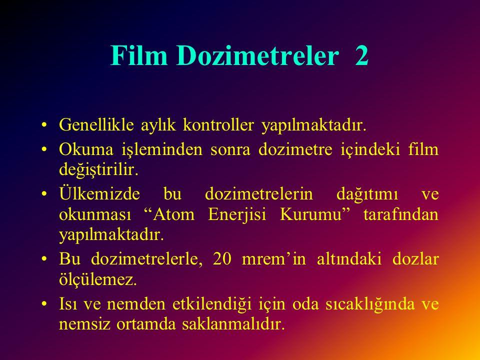 Film Dozimetreler 1 •Bu dozimetrelerde plastik kılıf içine yerleştirilmiş film (fotoğraf emülsiyonu) vardır.