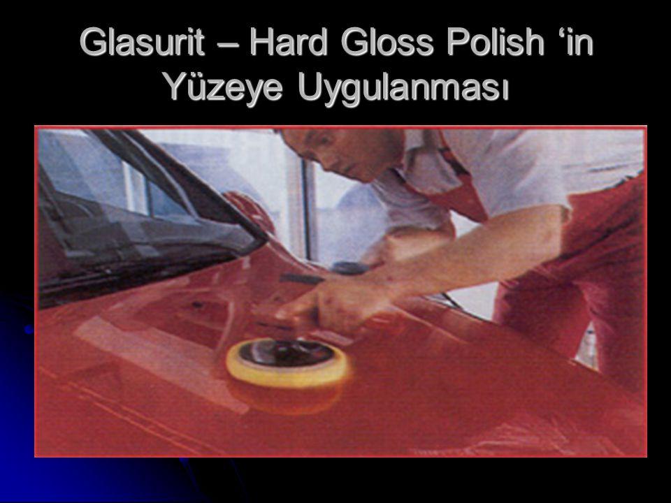 2)Eski boyalı ve hava şartlarından etkilenmiş yüzeylerde: Önce yüzey yıkanarak kurutulur.Sonra Glasurit- Paint Cleaner 560-1512 temiz bir beze emdirilerek, dairesel hareketlerle yüzeye uygulanır.Boya üzerindeki her türlü pislikbu şekilde temizlenmiş olur.Bundan sonra Glasurit-Hard Gloss Polish 577-1506 kullanılarak yüzey parlatılır.