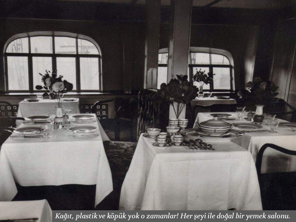 Kağıt, plastik ve köpük yok o zamanlar! Her şeyi ile doğal bir yemek salonu.
