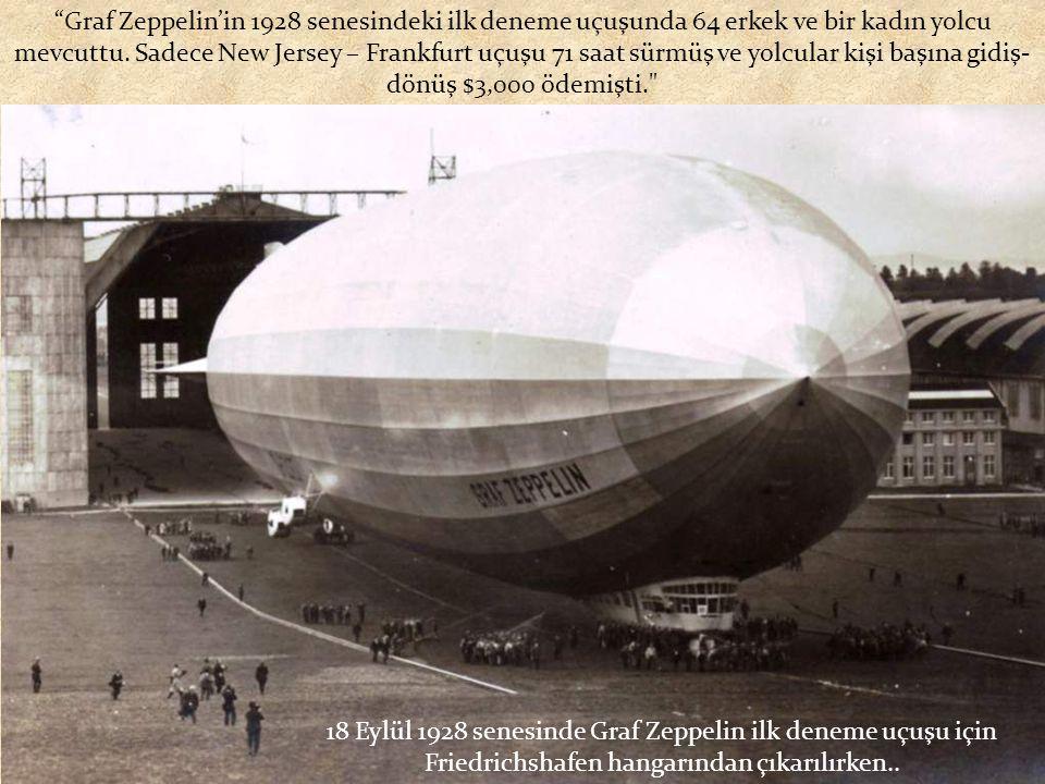 18 Eylül 1928 senesinde Graf Zeppelin ilk deneme uçuşu için Friedrichshafen hangarından çıkarılırken..