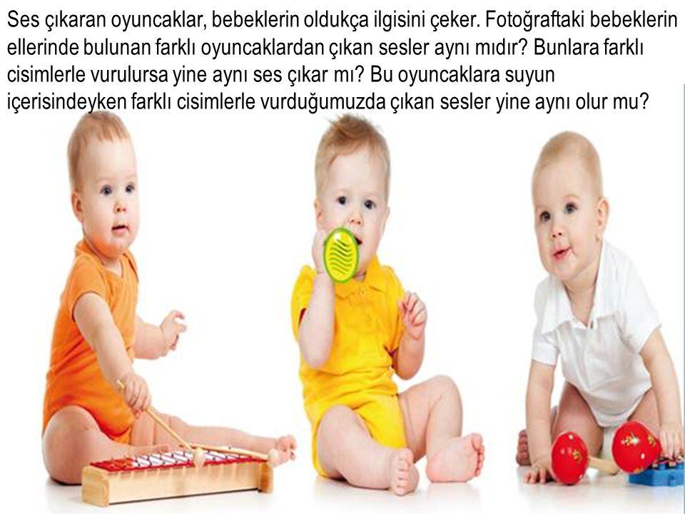 Ses çıkaran oyuncaklar, bebeklerin oldukça ilgisini çeker. Fotoğraftaki bebeklerin ellerinde bulunan farklı oyuncaklardan çıkan sesler aynı mıdır? Bun