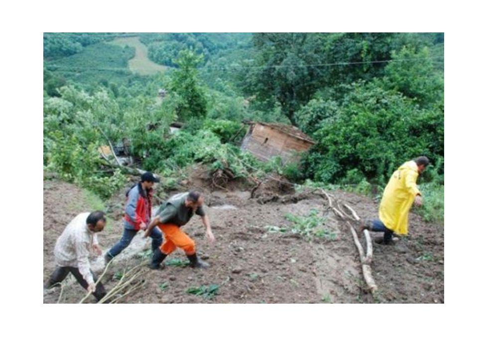  Tepe, yamaç gibi yerlerdeki toprakların yağmur sonrası aşağıya doğru kaymasına heyelan denir.