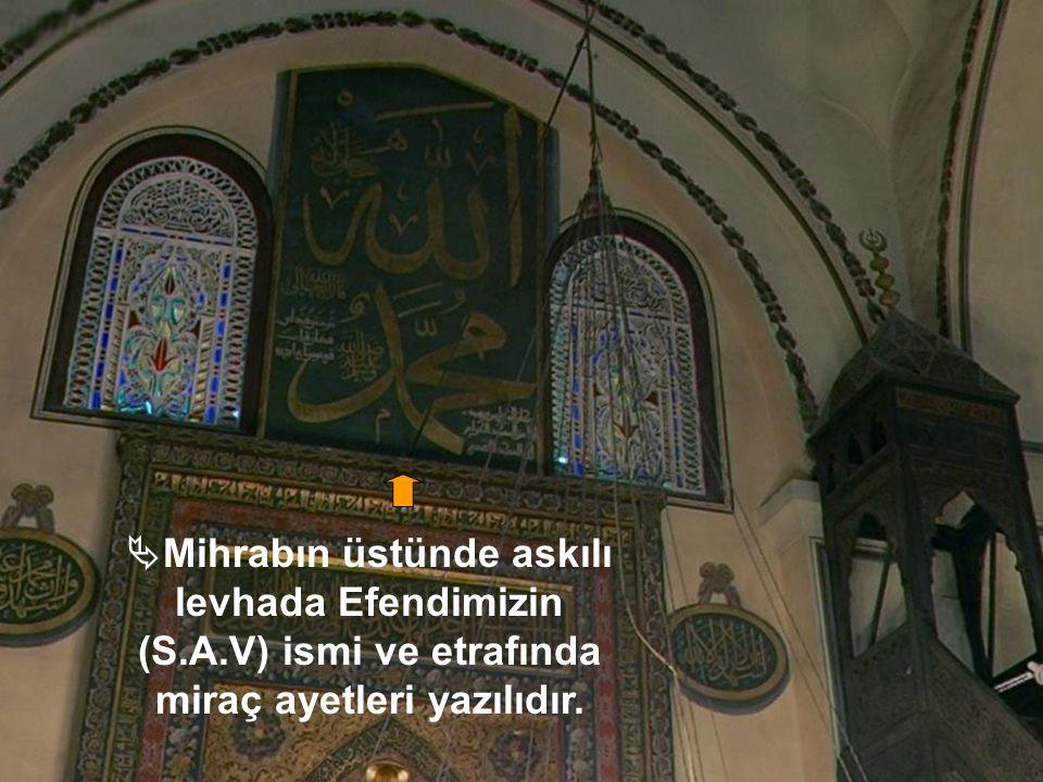  Mihrabın üst kısmında Allah'ın mescidlerinde yalnız Allah'a ibadet edilir. manasına gelen ayet vardır.