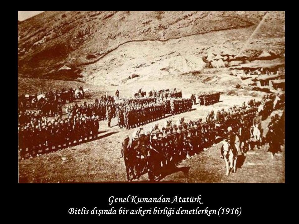 Genel Kumandan Atatürk Bitlis dışında bir askeri birliği denetlerken (1916)