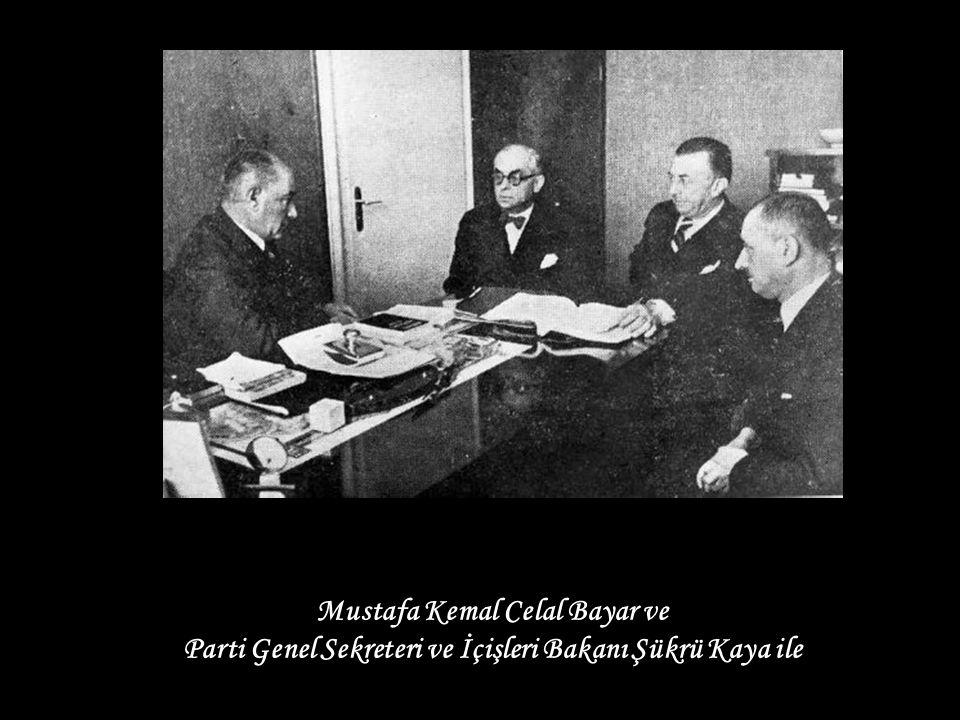 Mustafa Kemal Celal Bayar ve Parti Genel Sekreteri ve İçişleri Bakanı Şükrü Kaya ile