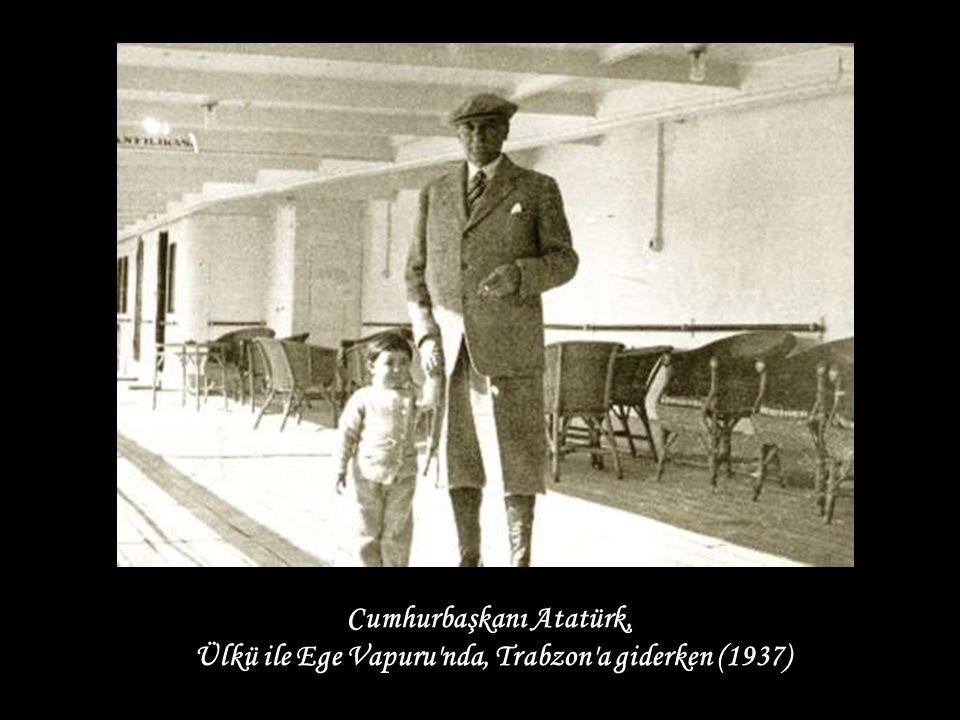 Cumhurbaşkanı Atatürk, Ülkü ile Ege Vapuru nda, Trabzon a giderken (1937)
