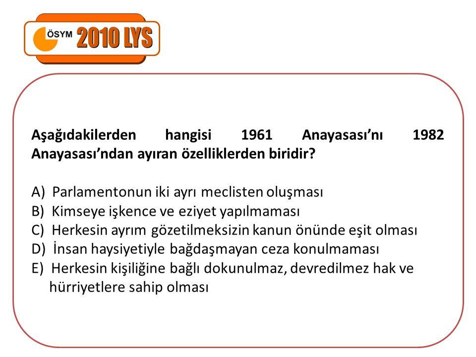 Aşağıdakilerden hangisi 1961 Anayasası'nı 1982 Anayasası'ndan ayıran özelliklerden biridir? A) Parlamentonun iki ayrı meclisten oluşması B) Kimseye iş