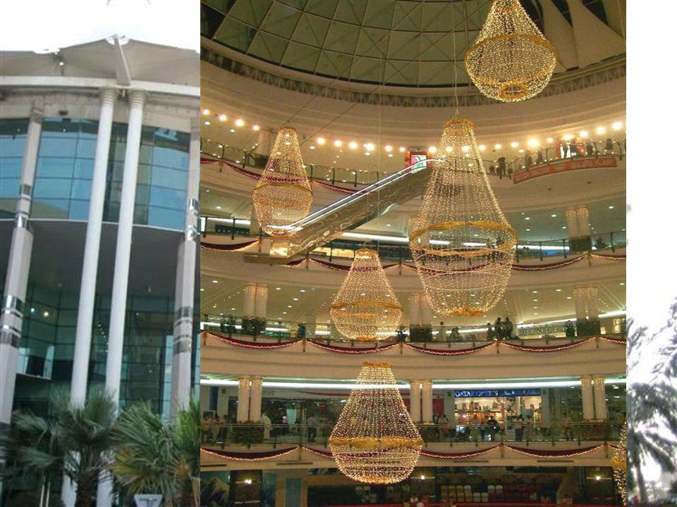 Doha'nın en büyük ve en lüks alışveriş merkezlerinden biri olan Villaggio. Cuma günü bir çok Arap ülkesinde olduğu gibi Doha'da da tatil ve bu alışver