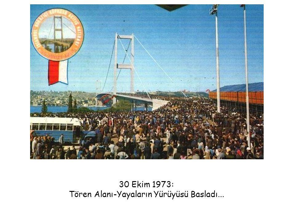 30 Ekim 1973: Tören Alanı-Yayaların Yürüyüsü Basladı...