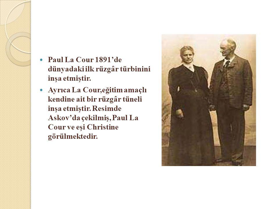  Paul La Cour 1891'de dünyadaki ilk rüzgâr türbinini inşa etmiştir.  Ayrıca La Cour,eğitim amaçlı kendine ait bir rüzgâr tüneli inşa etmiştir. Resim
