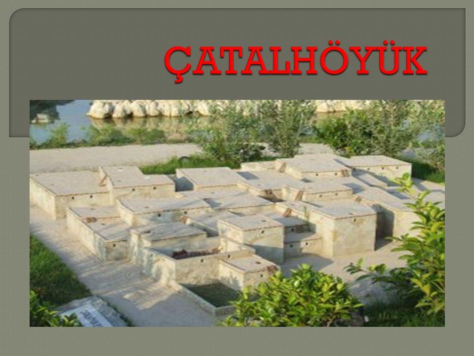  Konya nın kuzey do ğ usun da, Çumra yakınlarında, Çar ş amba Çayı nın besledi ğ i verimli bir düzlü ğ ün ortasında yer alıyor.
