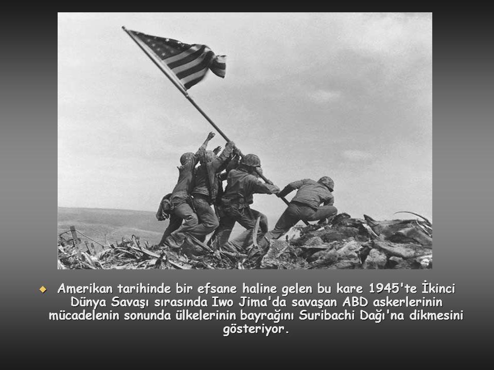  Amerikan tarihinde bir efsane haline gelen bu kare 1945'te İkinci Dünya Savaşı sırasında Iwo Jima'da savaşan ABD askerlerinin mücadelenin sonunda ül