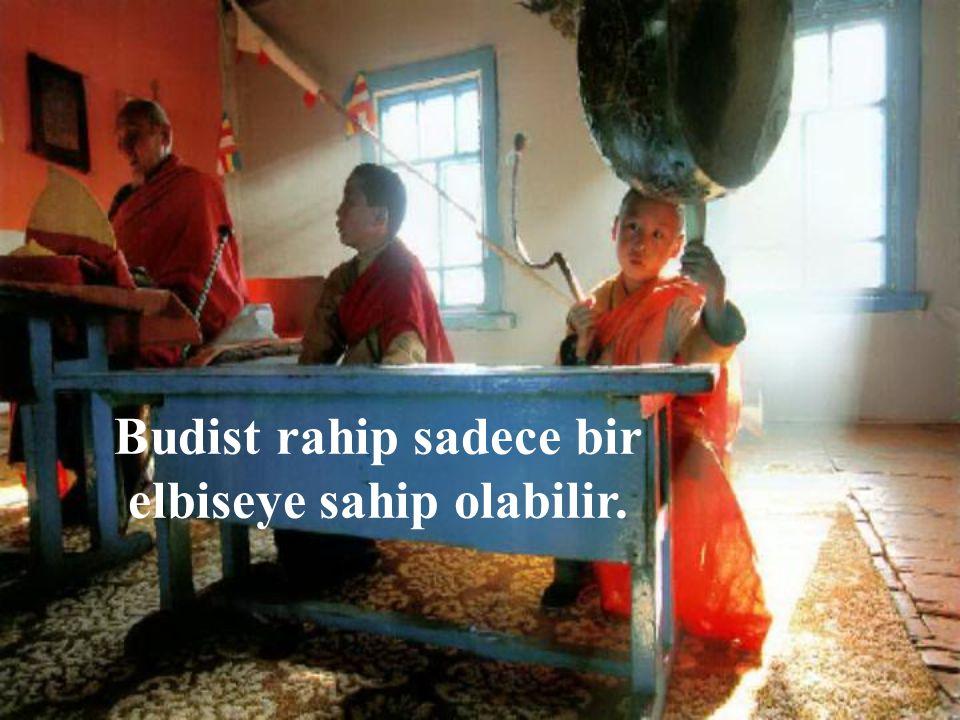 Budist rahiplere evlilik ve aile hayatı da kesinlikle yasaktır.