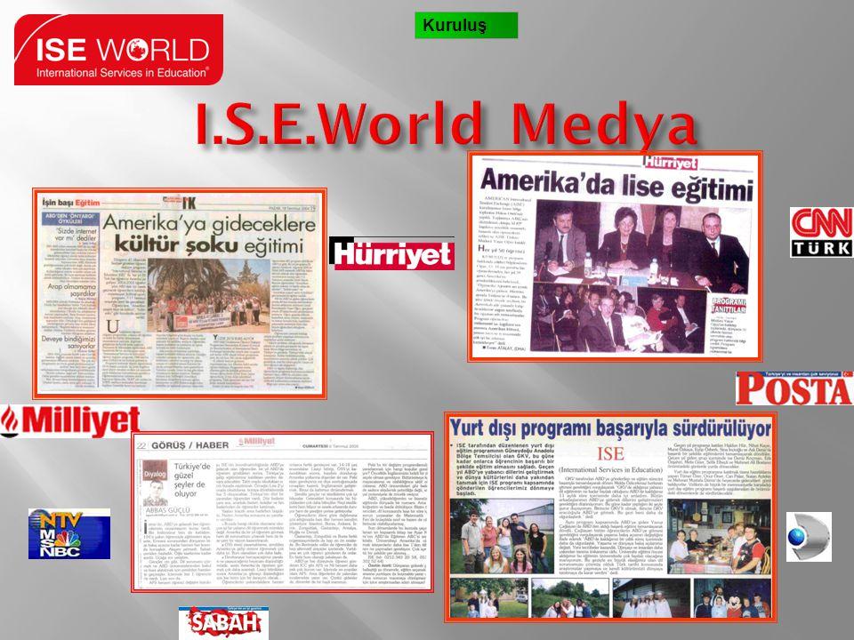 ABD Maslahatgüzarı Bayan Nancy McEldowney Amerika'ya gidecek ISE World öğrencileriyle Ankara Büyükelçilik bahçesinde ISE World adına verilen resepsiyonda