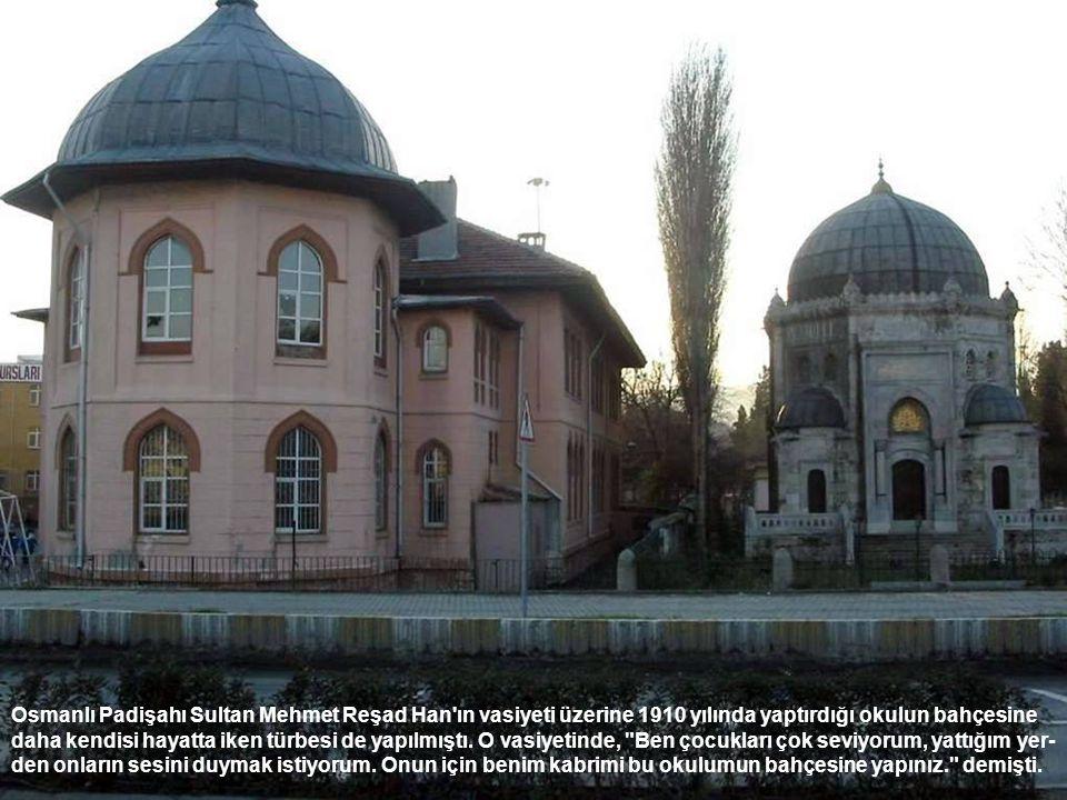 Osmanlı Padişahı Sultan Mehmet Reşad Han'ın vasiyeti üzerine 1910 yılında yaptırdığı okulun bahçesine daha kendisi hayatta iken türbesi de yapılmıştı.