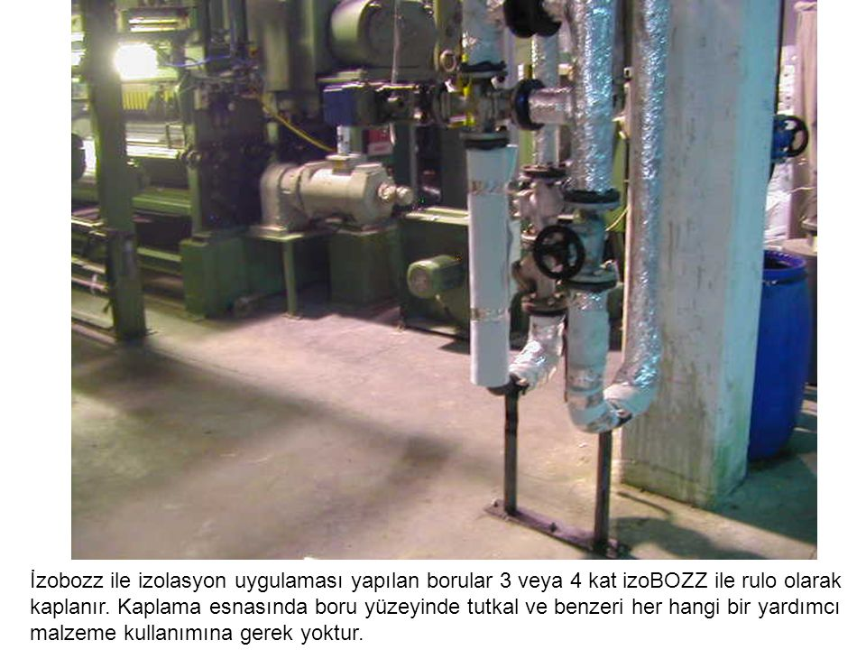 İzobozz ile izolasyon uygulaması yapılan borular 3 veya 4 kat izoBOZZ ile rulo olarak kaplanır. Kaplama esnasında boru yüzeyinde tutkal ve benzeri her