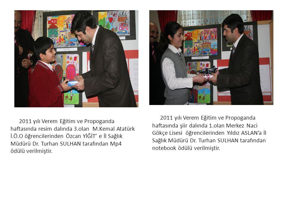 2011 yılı Verem Eğitim ve Propoganda haftasında resim dalında 3.olan M.Kemal Atatürk İ.Ö.O öğrencilerinden Özcan YİĞİT' e İl Sağlık Müdürü Dr.