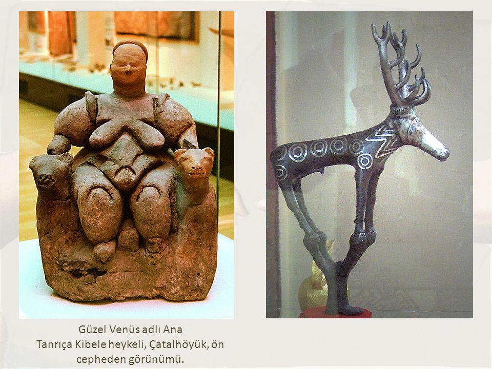 Güzel Venüs adlı Ana Tanrıça Kibele heykeli, Çatalhöyük, ön cepheden görünümü.