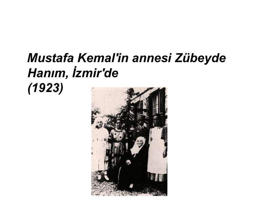 Mustafa Kemal in annesi Zübeyde Hanım, İzmir de (1923)
