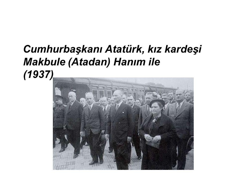 Cumhurbaşkanı Atatürk, kız kardeşi Makbule (Atadan) Hanım ile (1937)