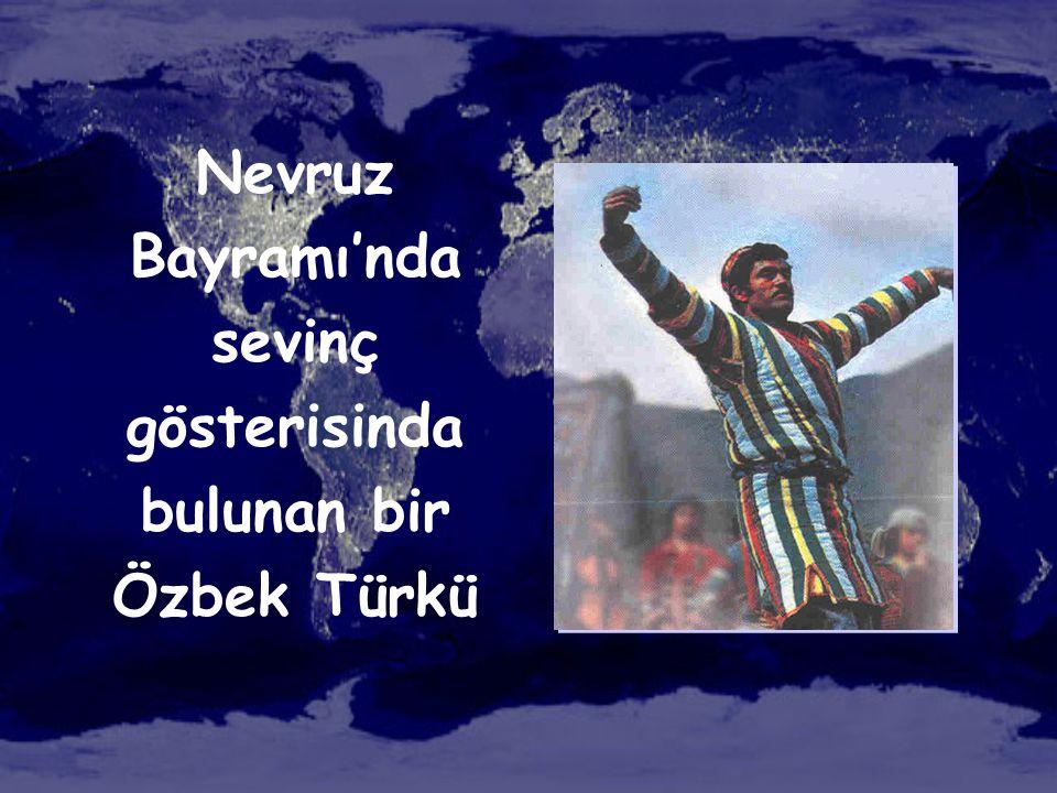 Nevruz Bayramı'nda sevinç gösterisinda bulunan bir Özbek Türkü
