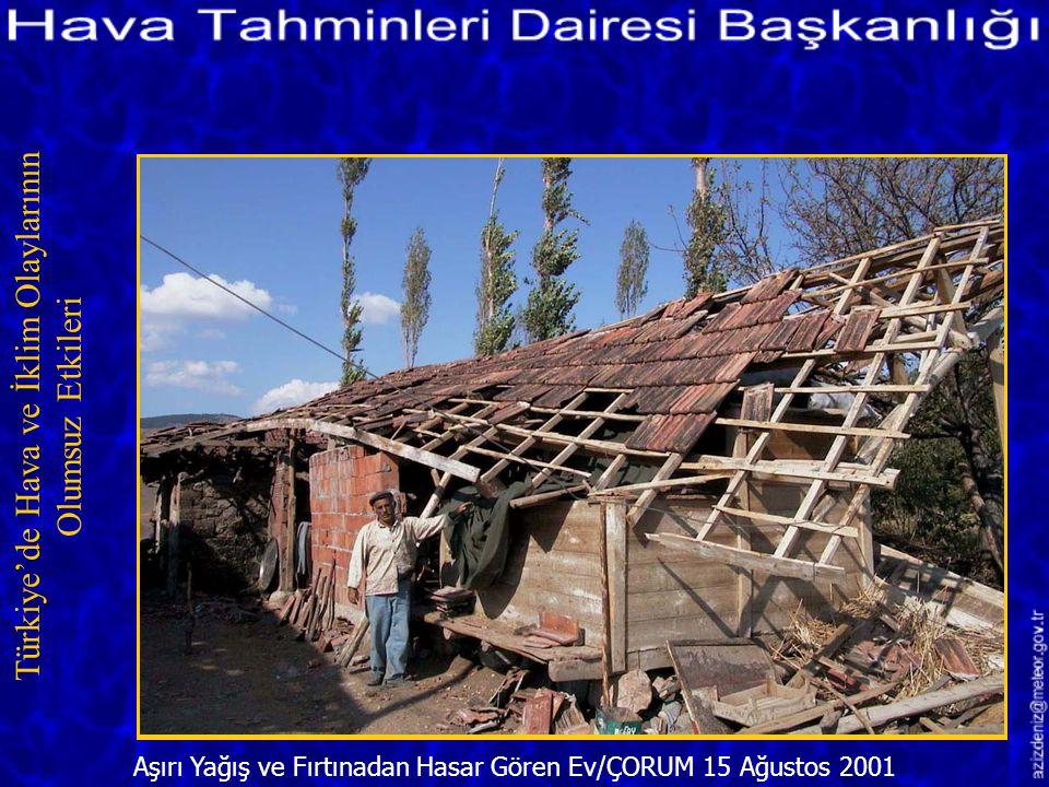 Fırtınadan Sonra Oluşan Dev Dalgaların Yola Taşıdığı Taşlar/ANTALYA 2 Aralık 2001 Türkiye'de Hava ve İklim Olaylarının Olumsuz Etkileri
