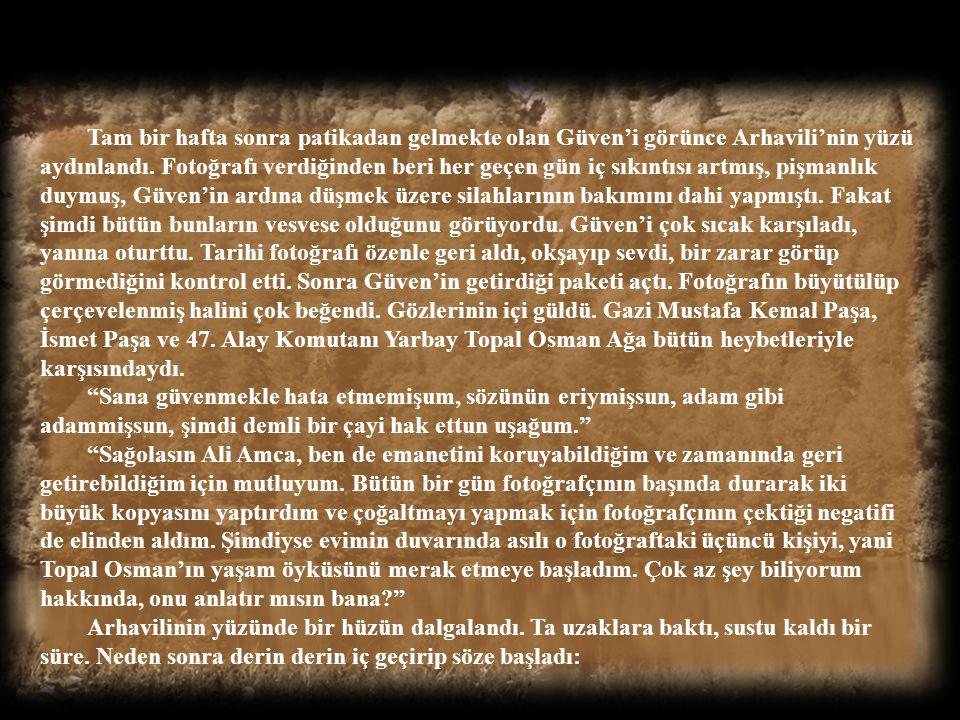 Şimdi savaş sonrası Giresun limanında Topal Osman Ağa'nın cenazesini İstanbul'dan vapurla gelmesini bekleyen mahşeri kalabalığın içindeydi. Birçok iht