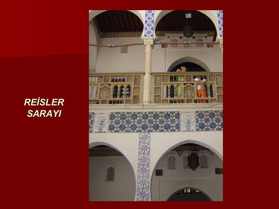 ŞİRKET TÜRLERİ (II)  Yabancı Şirket (Şube) Cezayir'de kurulacak şirket, ana şirketin bir şubesi olacak ise, ana firmanın tüm dokümanlarının tercüme edilip, Dışişleri Bakanlığı tarafından tasdik edilmesi ve Ticaret Bakanlığı'na verilmesi gerekmekte  Yabancı firma tüm sermayesini ve kazancını transfer etme hakkına sahip; ancak, Cezayir'deki ofisin iyi şekilde çalışması için yeterli bir bütçenin ülkede bırakılması gerekmekte  İrtibat Bürosu  İrtibat bürolarının ticari faaliyette bulunma ve para transfer hakları yok; irtibat bürosu kurulmasında öncelikle Ticaret Bakanlığına yazılı başvuruda bulunulması ve aşağıdaki koşulların yerine getirilmesi gerekmekte  Mali koşullar  Banka nezdinde CEDAC hesabı açtırılması ( bu hesaba yatırılan para döviz, çekilen para ise dinardır, yalnızca yabancılar için açılan bir hesap türüdür).