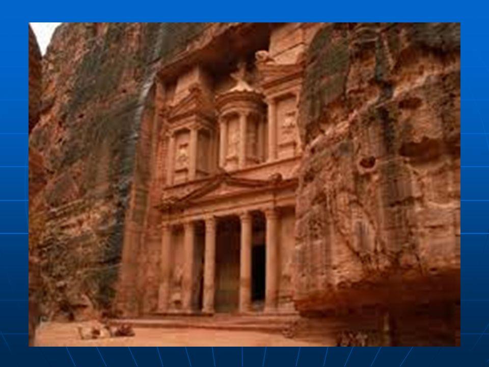   Petra (Yunanca: Πέτρα, Petra; Arapça: البتراء, al- Bitrā) Ürdün'ün Lut Gölü ile Akabe Körfezi arasındaki toprakları üzerinde yer alan antik kentti