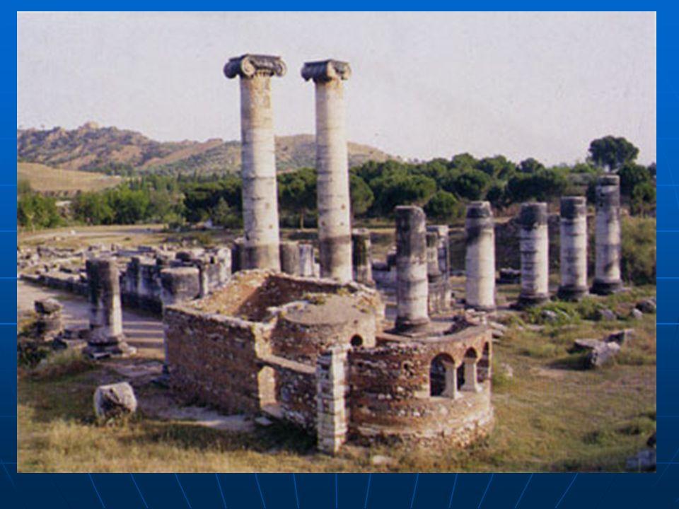  İzmir'in Selçuk ilçesi sınırları içinde bulunan Efes'teki Artemis Tapınağı'nın temelleri MÖ 7. yüzyıla kadar gitmektedir. Tanrıça Artemis'e ithafen