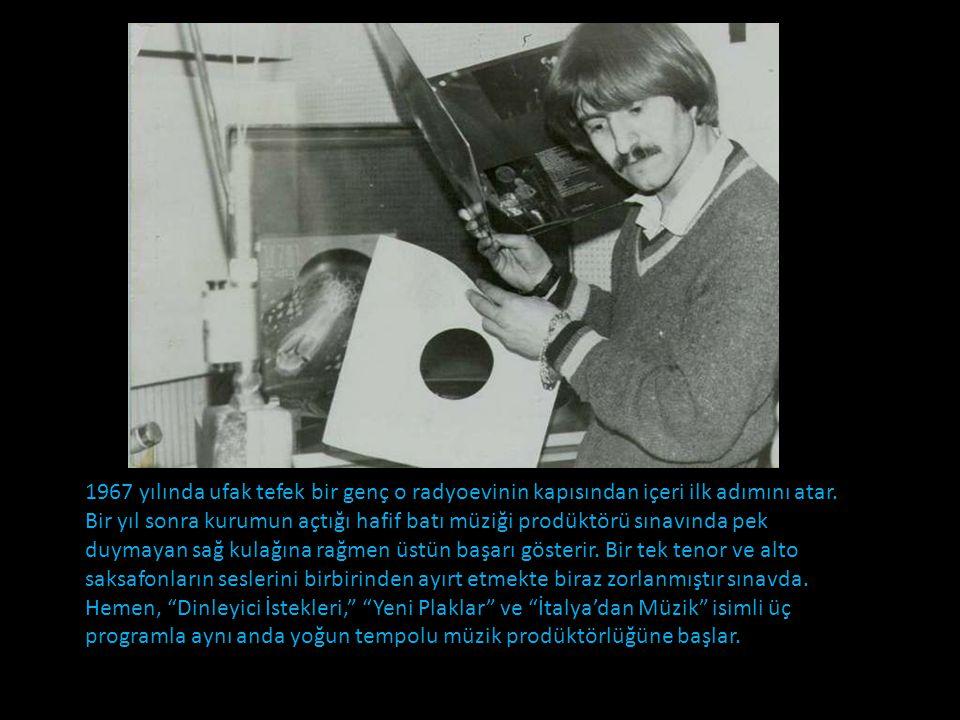 Fotoğrafların siyah-beyaz olduğu o eski zamanlarda henüz evlerde pikap yoktur. Ülkede yabancı plaklar kısıtlı sayıda satılmakta, Ankara Radyoevi'nin d