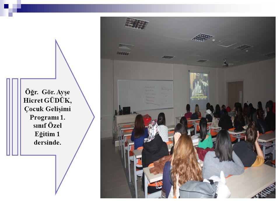 Öğr. Gör. Ayşe Hicret GÜDÜK, Çocuk Gelişimi Programı 1. sınıf Özel Eğitim 1 dersinde.