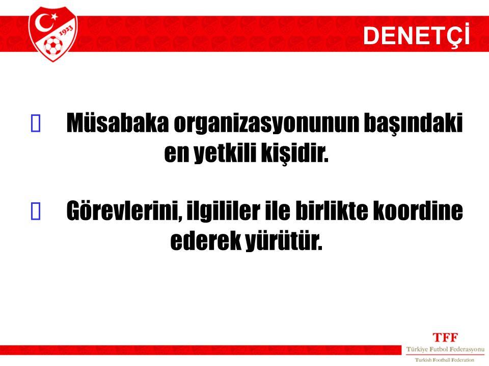  Müsabaka organizasyonunun başındaki en yetkili kişidir.  Görevlerini, ilgililer ile birlikte koordine ederek yürütür. DENETÇİ