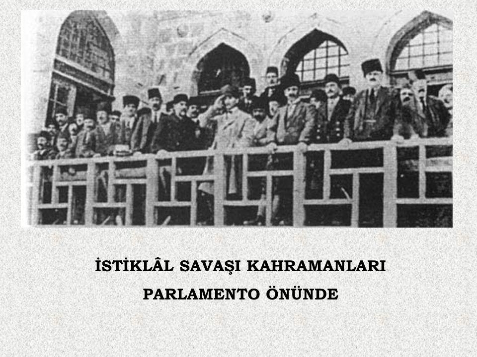 İSTİKLÂL SAVAŞI KAHRAMANLARI PARLAMENTO ÖNÜNDE