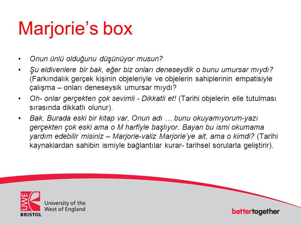 Marjorie's box Onun ünlü olduğunu düşünüyor musun? Şu eldivenlere bir bak, eğer biz onları deneseydik o bunu umursar mıydı? (Farkındalık gerçek kişini