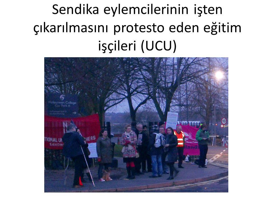 Sendika eylemcilerinin işten çıkarılmasını protesto eden eğitim işçileri (UCU)