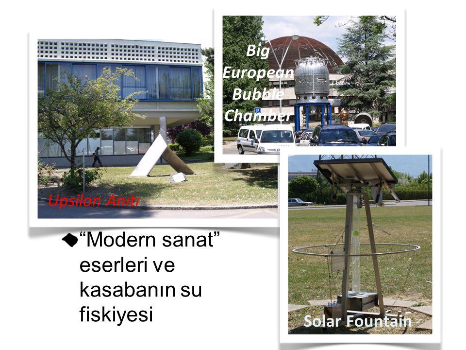"""""""Modern sanat"""" eserleri ve kasabanın su fiskiyesi Upsilon Anıtı Big European Bubble Chamber Solar Fountain"""