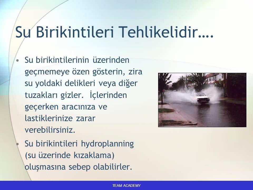 Su Birikintileri Tehlikelidir…. Su birikintilerinin üzerinden geçmemeye özen gösterin, zira su yoldaki delikleri veya diğer tuzakları gizler. İçlerind